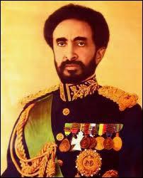 La popularité du Duce est à son apogée lorsqu'il revient victorieux d'une guerre de conquête en 1936. Quel pays du Négus Haïlé Sélassié a-t-il annexé au sein de son empire colonial ?