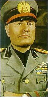 Quel titre signifiant 'guide' en italien désignait la personne de Mussolini (1883-1945) ?
