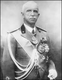 A l'époque, l'Italie était une monarchie. Comment s'appelait le roi qui a nommé Mussolini chef du gouvernement ?