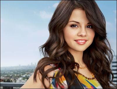 Selena a-t-elle des frères ou des soeurs ? (Ou demi frère et demi soeur )