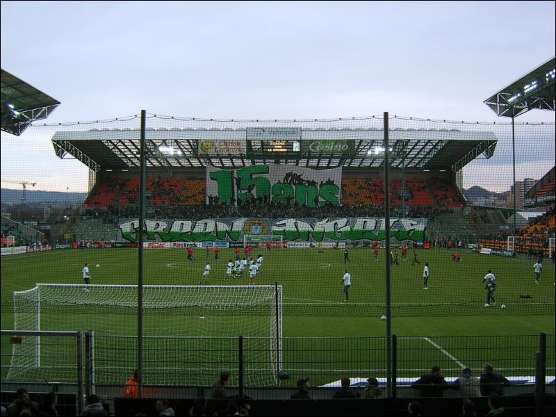 A quel club appartient ce stade de foot ?