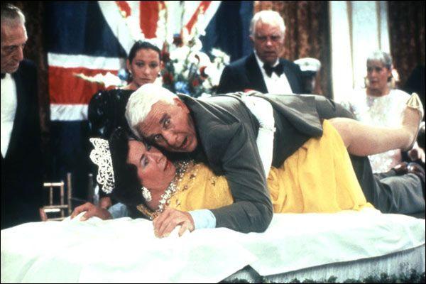 Dans ce film de 1988 avec Leslie Nielsen il est question ... .