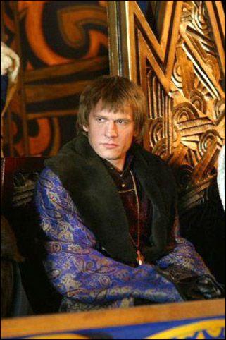 Quel roi incarnait Guillaume Depardieu dans la série 'Les rois maudits' de Josée Dayan ?