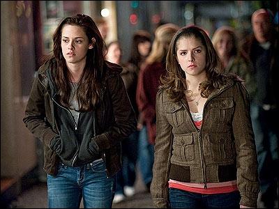 Dans quelle ville Bella et Jessica vont-elles voir un film ?