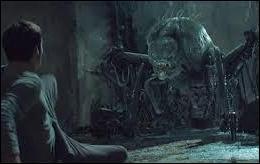 Comment s'appellent les effrayants monstres de chair et d'acier qui sillonnent le labyrinthe la nuit ?
