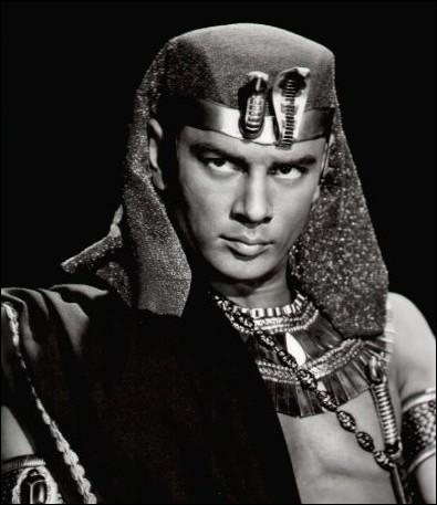 Ses plus grands succès n'ont pas tous été tournés dans les années 50, mais durant ces années, il a quand même joué dans 'Le Roi et moi' et dans 'Les Dix Commandements'.