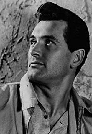 Dans 'Géant' de George Stevens, il joue le rôle de Jordan Benedict.