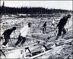 Comment s'appelaient les camps de travaux forcés des déportés en Sibérie ?