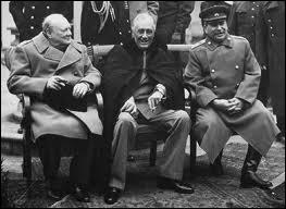 A quelle grande conférence Staline participe-t-il en février 1945 ? Elle a abouti à une stratégie commune pour hâter la fin de la guerre et au partage les zones d'influence dans le monde.