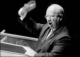 Staline meurt en 1953 d'une attaque cérébrale. Son successeur mènera une politique de déstalinisation visant à condamner le caractère dictatorial et répressif du régime stalinien. Qui est-il ?
