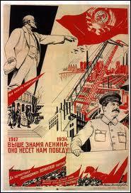 Staline prévoyait une industrialisation rapide du pays grâce à sa nouvelle politique économique. Quel organisme d'Etat a mis en place les plans quinquennaux ?
