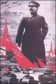 Comment a-t-on appelé la période de répression politique massive pendant laquelle Staline a fait éliminer tous ses opposants réels ou supposés dans les années 1930 en les accusant de déviationnisme ?