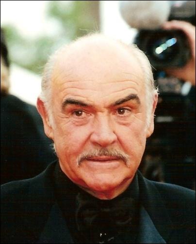 Un des plus grands acteurs britanniques de tous les temps, il a interprété à plusieurs reprises le rôle de James Bond.