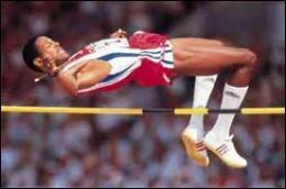 Qui est recordman du monde du saut en hauteur avec 2m45 ?