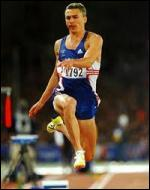 Qui est recordman du monde du triple saut avec 18m29 ?