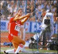 Qui est recordman du monde du lancer du marteau avec 86m74 ?