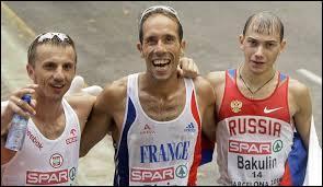 Qui est recordman du monde du 50km marche en 3 h 32 min 33 s ?
