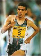 Qui est recordman du monde du 1500m en 3 : 26. 00 ?