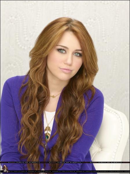 Le père de Miley Stewart est :