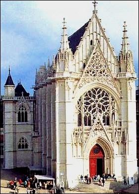 Pour abriter cette relique, Saint Louis fait construire une célèbre cathédrale gothique : ... ?