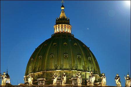 Qui a réalisé la coupole de la Basilique Saint-Pierre de Rome ?