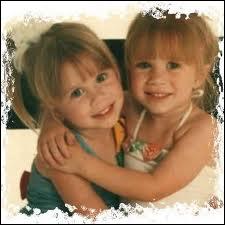 Quelles soeurs jumelles se sont fait connaitre en jouant le rôle de Michelle Tanner dans 'La fête à la maison' ?