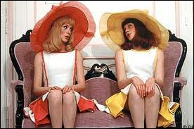 Quel film musical réunit Catherine Deneuve et Françoise Dorléac, des soeurs jumelles nées sous le signe des gémeaux ?
