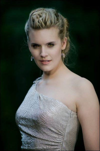 Qui provoque un drame familial au mariage de Bella et Edward ?