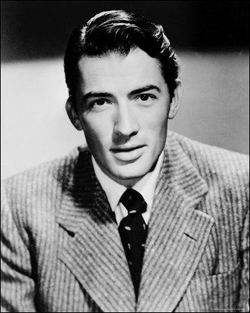 Son personnage d'Atticus Finch figure à la première place des 100 plus grands héros et méchants du cinéma américain selon l'American Film Institute. Il est joué par le comédien ... ...