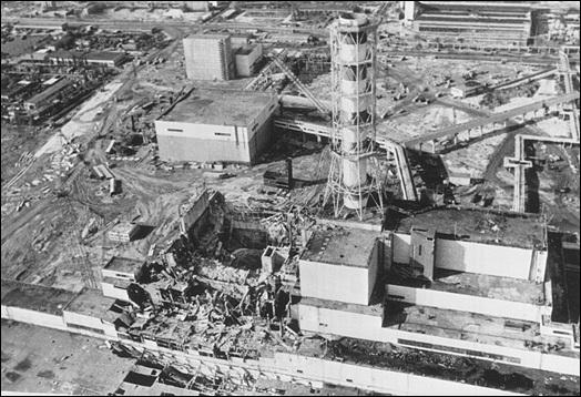 Explosion du réacteur de la centrale nucléaire de Tchernobyl, en URSS. C'était en...