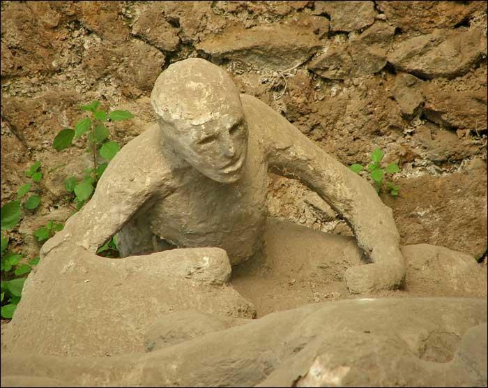 En 79, le site de Pompéi a été anéanti par...