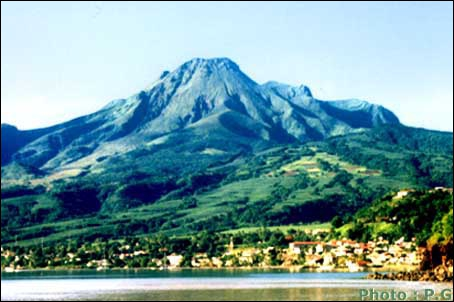 8 mai 1902, l'éruption de la montagne Pelée détruit la ville de Saint-Pierre. Environ 30 000 morts. C'est...