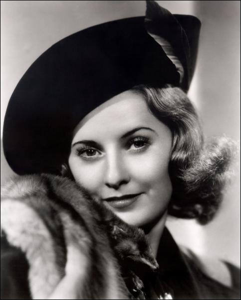 C'est grâce au réalisateur Frank Capra qu'elle put montrer son plus grand talent, notamment dans le film Ladies of Leisure . Elle fait également partie des actrices mythiques du film noir. Il s'agit de