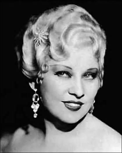 Elle fut l'actrice sex symbol des années 20 aux années 40. Ses formes généreuses ont contribué à son succès d'actrice. Il s'agit de