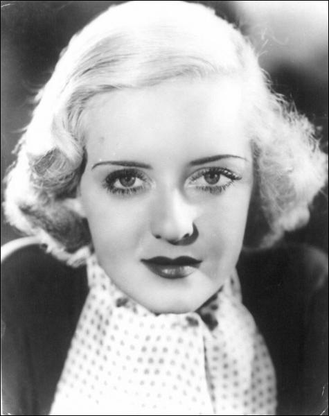 Ses yeux sont inoubliables. Elle fut nommée par l'American Film Institute seconde meilleure actrice de légende du cinéma, il s'agit de