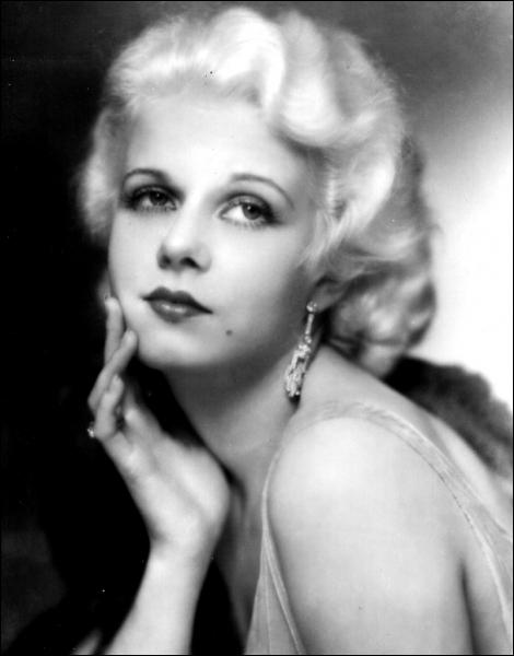 Une des plus grandes actrices des années 30, son surnom La blonde platine lui fut donné après le film éponyme dans lequel elle tient un des rôles principaux. Elle s'appelle :