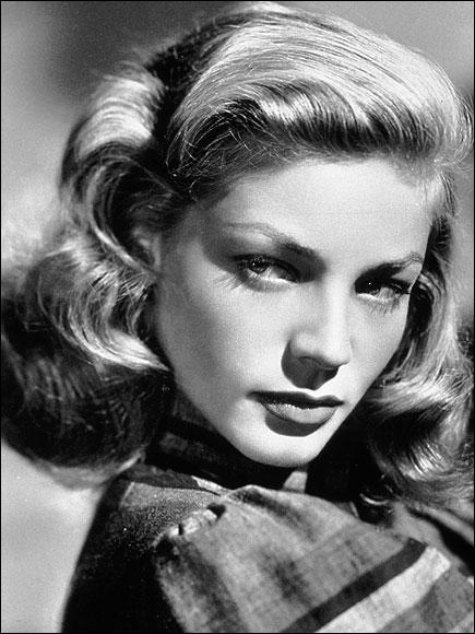 Elle a reçu , en 1996, un César d'honneur et en 2009, un Oscar d'honneur pour l'ensemble de sa carrière durant laquelle elle a joué aux côtés de Kirk Douglas, Humphrey Bogart ou encore Marilyn. C'est
