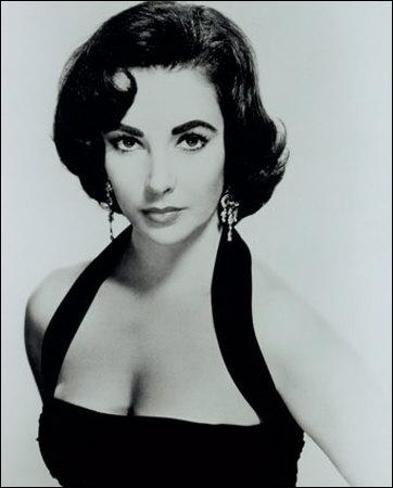 Ses meilleurs amis ? Montgomery Clift, Rock Hudson ou encore Michael Jackson. Elle a aussi été mariée 2 fois à l'acteur Richard Burton. Il s'agit de