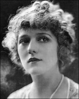 Elle fut la plus grande actrice du cinéma muet, elle a joué dans 236 films en 27 ans de carrière mais malheuresement l'arrivée du cinéma parlant fut fatal pour sa carrière il s'agit de