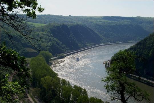 Le Rhin traverse l'Allemagne sur un peu plus de 700 km. Parmi les villes suivantes laquelle n'est PAS située sur son parcours ?