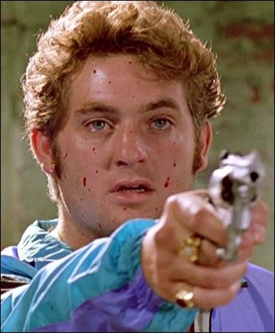 Il est le frère d'une grande star dans la réalité et il incarne 'Le Gentil' Eddie Cabot dans ce film. Qui est-il ?