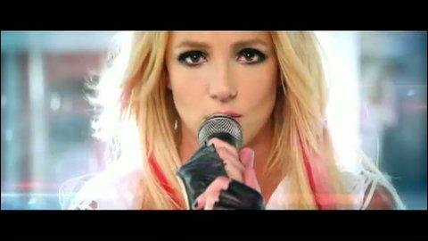 Quel est le nom de l'homme qui joue dans le clip 'Criminal' avec Britney Spears ?