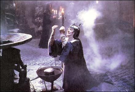 On assiste à un duel de sorcières dans...