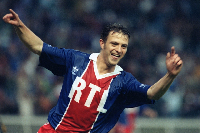 Il a été élu en 1993 et a été champion de France 3 fois avec 3 clubs différents c'est ...