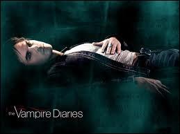 Dans la saison 3, quel est le prénom de la petite amie de Damon ?