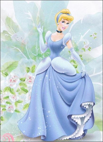 Qui est cette princesse qui perd son pére et qui devient la domestique de ses belle-soeurs et de sa belle-mére ?
