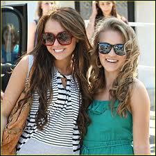 Comment s'appelle la meilleure amie de Miley Stewart ?