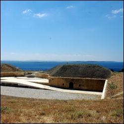 Quel détroit, situé en Turquie, relie la mer Egée à la la mer de Marmara et sépare l'Europe et l'Asie ?