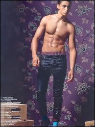 Ce n'est pas un acteur mais un mannequin, il est français et il faut reconnaître qu'il a un corps parfaitement sculpté, mais il faudra faire avec l'accent et peut-être avec Karl...