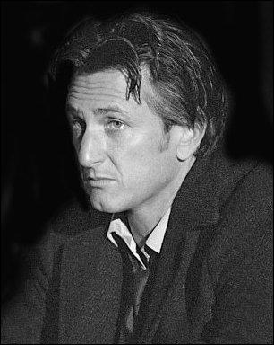 Vous le reconnaissez ? C'est le fils d'Arthur... Acteur dans Mystic River ou réalisateur pour Into the Wild...